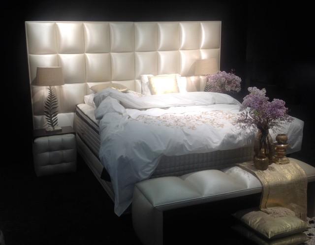 boxspringbetten designersessel luxusbettw sche first in berlin. Black Bedroom Furniture Sets. Home Design Ideas